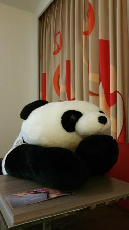 Hotel Novotel Taipei Taoyuan International Airport: Big Panda in my room