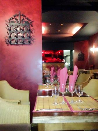 Ashok's Indian Restaurant: Sfeerbeeld 2 (zicht op keuken achteraan)