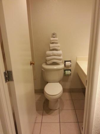 Motel 6 Richfield : Clean bathroom.