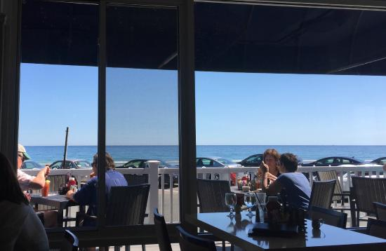 Paragon Grill : View of ocean from our breakfast table
