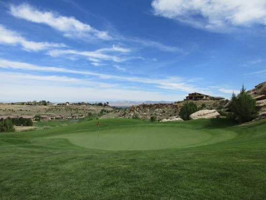 "Grand Junction, Kolorado: The Jim Engh ""clown's tongue"" green on par 5 6th hole."