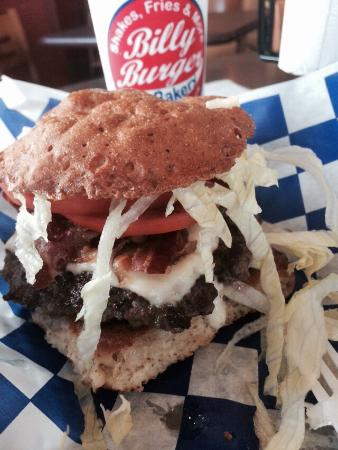 Billy Burger and Bakery: Open wide!