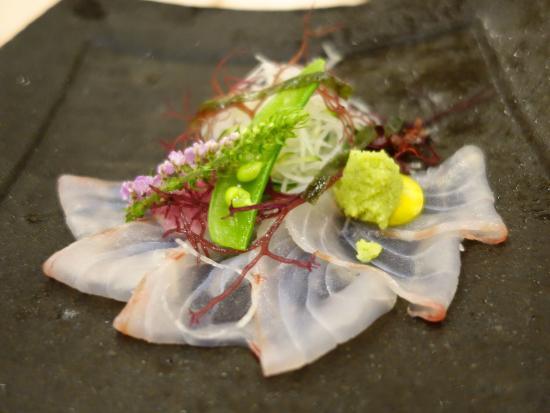 Hotellerie Maille Coeur Shougetsu: 食事は趣向を凝らした和洋折衷の美味しいお料理でした。一品追加しましたが男子には少しボリュームが足りないかも…。