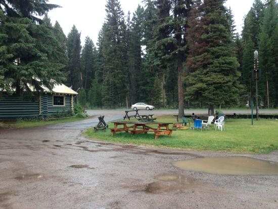 Montana Pines Motel : The BASE CAMP BAR on a rainy day in July