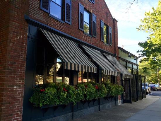 East Hampton Grill: photo0.jpg