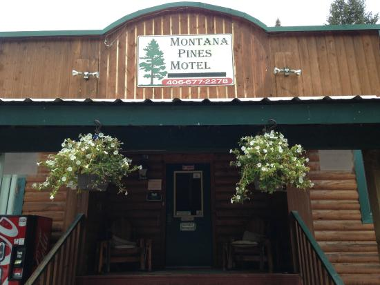 Montana Pines Motel: Montana Pines entrance, Seeley Lake, Montana