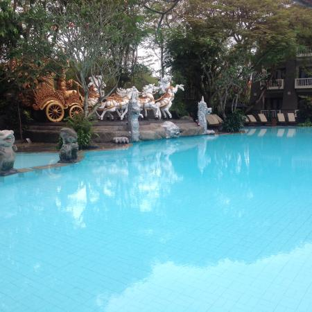 Hotel Kumala Pantai: The pool