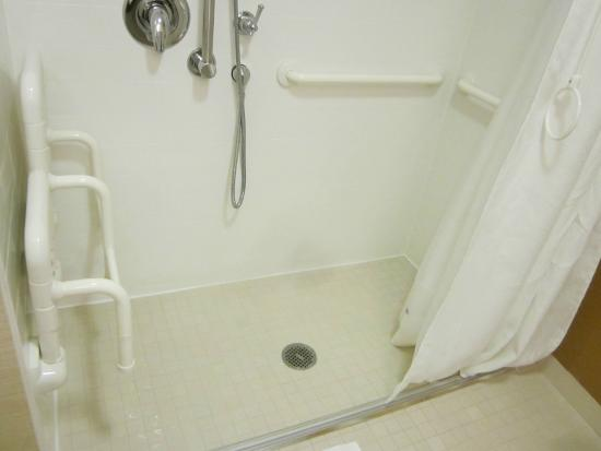 Fairfield Inn & Suites Chicago Midway Airport: One of the best accessible showers we've ever seen