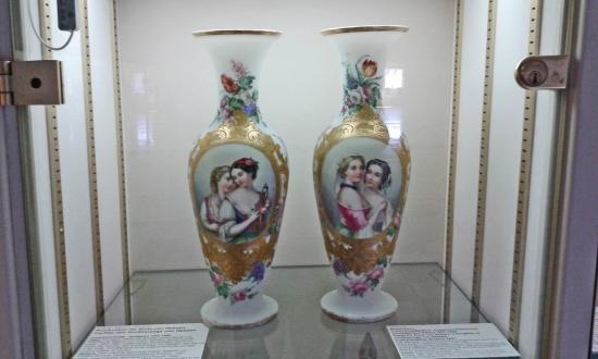 Vases Of Austrian Royal House Picture Of Glasmuseum Passau Passau