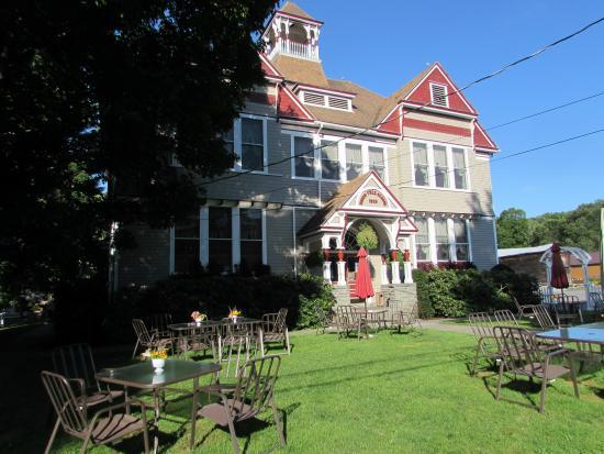 Downsville, Nova York: Front of the Inn