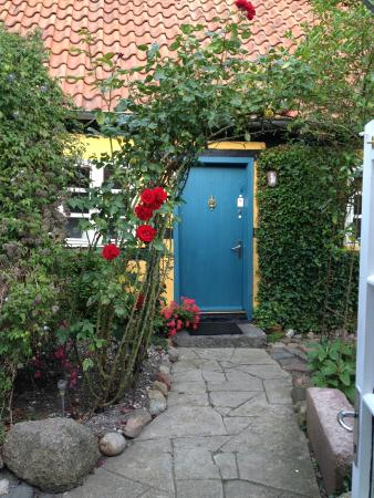 Maribo Bed and Breakfast: The front door