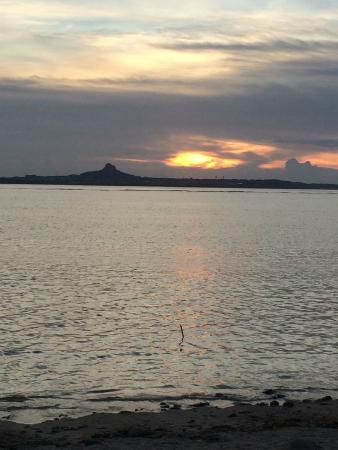 Heatwave : 宿のすぐ側の海からの夕陽