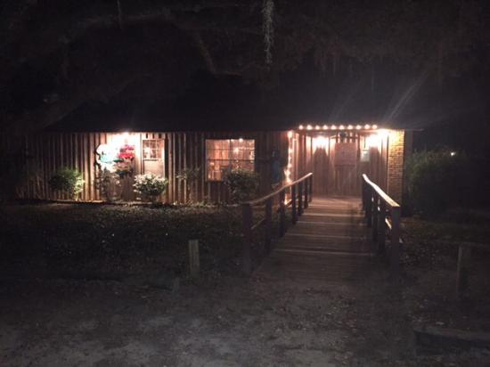 Gators Seafood Restaurant: Outside view of this tucked-away restaurant in the water