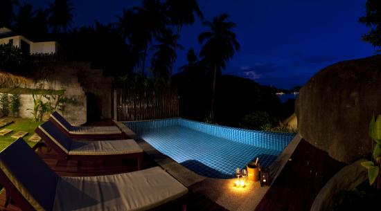 Koh Tao Heights Boutique Villas: pool night time
