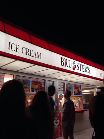 Bruster's Ice Cream: Peanut Butter Cup Sundae was good. No ingredient over powered the other. Nice balance.