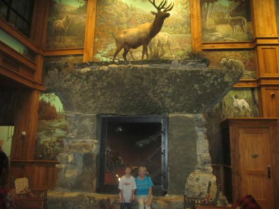 Front Hall Fireplace - Picture of Bass Pro Shops at the Pyramid ...