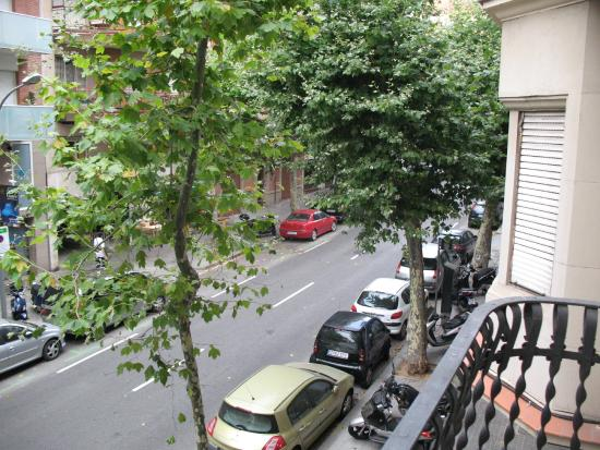 Barcelona Rooms 294: Вид с балкона