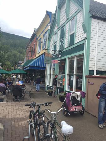The Modern Bakeshop & Cafe : Modern Cafe