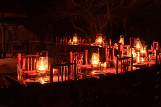Mopaya Safari Lodge: Table le soir aux bougies