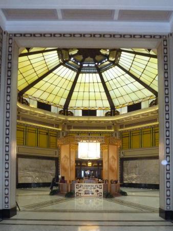 Fairmont Peace Hotel: Le grand Hall du Fairmont Peace