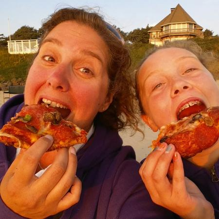 Fultano's Pizza: Hot, fresh, pizza just in time for the sunset.... Thanks!