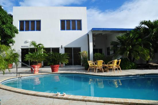 Aruba Harmony Apartments Suites & Hostel
