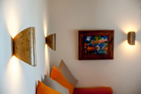 Secret Garden Beach Resort: Original local art in all rooms