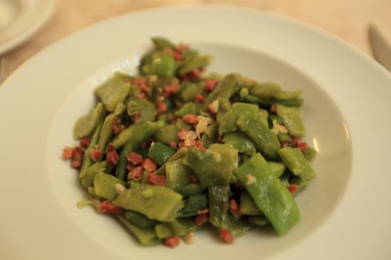 Starter: sautéed snow peas with finely-chopped bacon - Picture of ...
