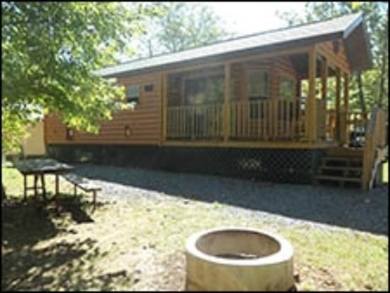 Friendship Village Campground: Riverside Cabin