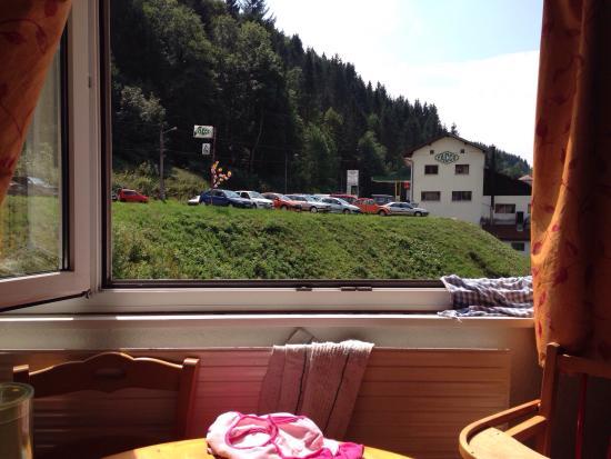 VVF Villages Lelex: Magnifique vue depuis notre location... Pas visible sur la visite 360' sur le net ...