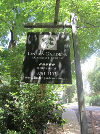 Linden Gardens Rainforest Retreat: Entrance
