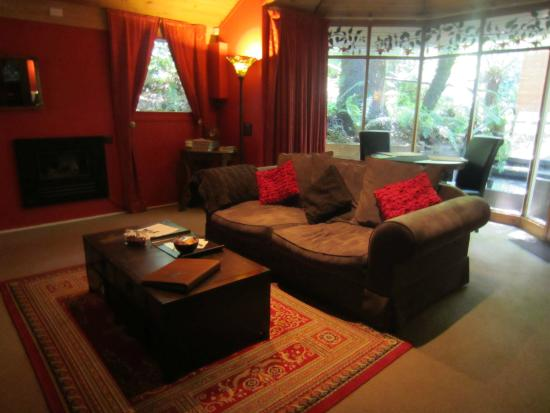 Linden Gardens Rainforest Retreat: Living area