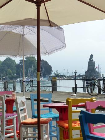 37 Grad Kaffeebar & Ladengeschäft: Ausblick auf den Hafen