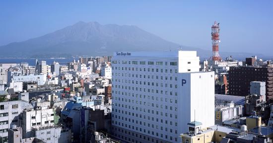 Sun Days Inn Kagoshima: ホテル外観+桜島
