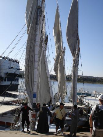 Glory of Nubia - Day Tours : Entrada na Eclusa