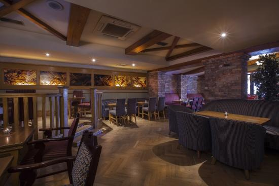 Castle Arch Hotel: Arch Lounge / Main Bar
