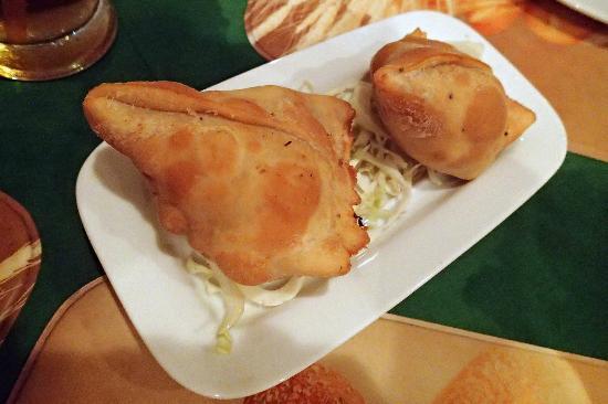 Akbar Indian and Thai Restaurant: Chicken Samosa
