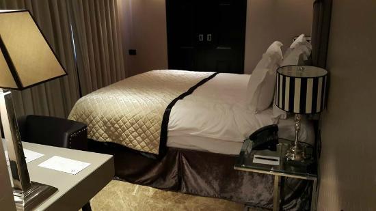 Hotel Berdichevsky: Bed