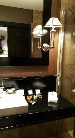 Hotel Berdichevsky: Bathroom
