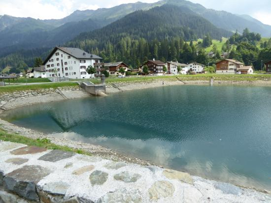 Silvretta Parkhotel Klosters: local lake