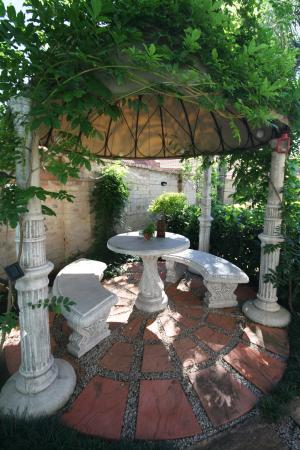 Ambiance Guest House: Gazebo outside area by Petit Paris Room 4
