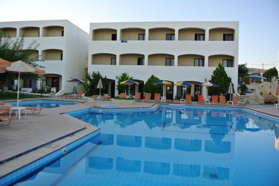 Rethymno Sunset Hotel: Территория отеля
