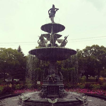 Munsinger Gardens : Lovely Fountains