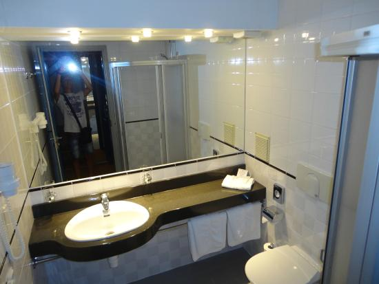 Best Baltic Kaunas Hotel: Il bagno