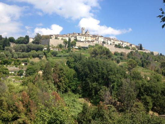 Bastide Fleur De Pierre: The view of St Paul de Vence from Peu d'Âme bedroom window