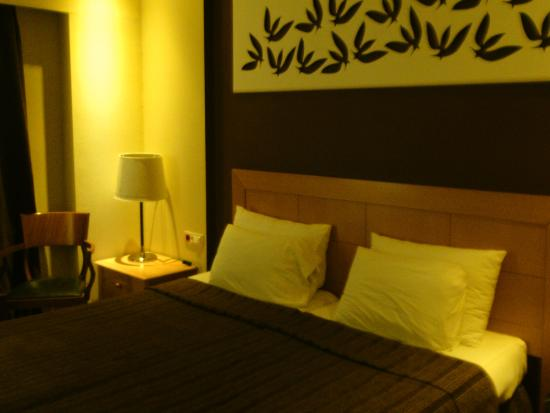 Lydia Hotel : The room was clean and the bed was good.