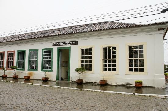 Barra de Sao Joao, RJ: Biblioteca Carlos Drummond de Andrade, fachada