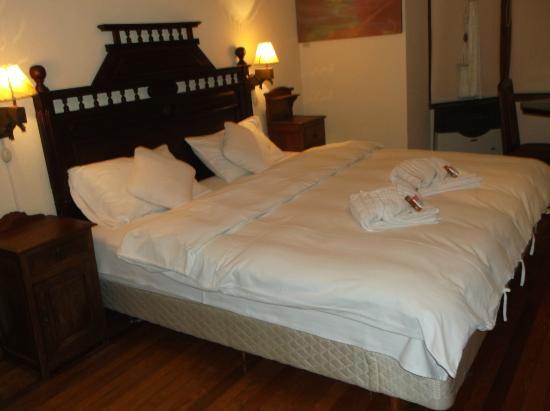 """Hotel Boutique """"El Consulado"""" : bed"""