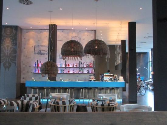 Bar und Rezeption - Bild von Motel One Bremen, Bremen - TripAdvisor
