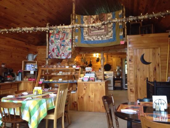 Wilton, ME: The only thing better than our breakfast was the wonderful cozy atmosphere!